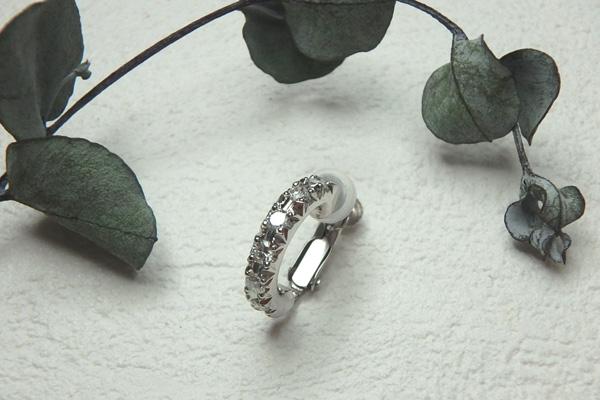 ダイヤモンドのフープイヤリング
