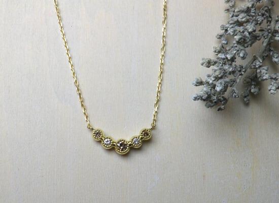 ブラウンダイヤとホワイトダイヤのネックレス