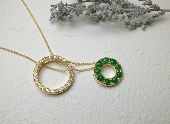 イエローゴールドのダイヤとひすいのネックレス