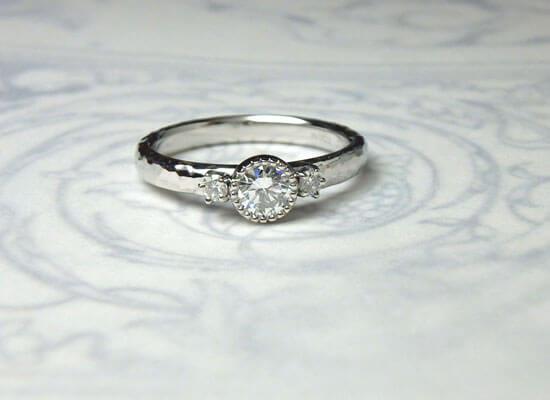 ダイヤモンドのミル打ちリング