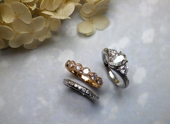 ダイヤモンドのリングが3つ