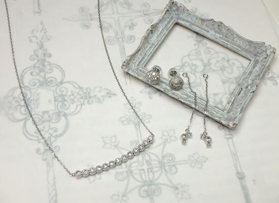 ダイヤモンドのネックレスとピアスのセットジュエリー