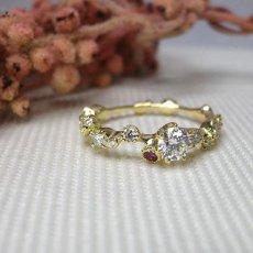 誕生石ルビーのはいった婚約指輪