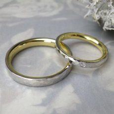 ゴールドとプラチナ、ふたつをあわせた結婚指輪。コントラストが美しいです