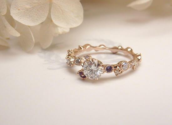 誕生石が入った婚約指輪
