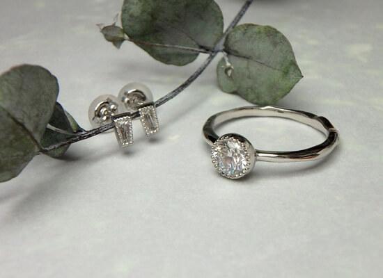プラチナのダイヤリングとピアスのセット