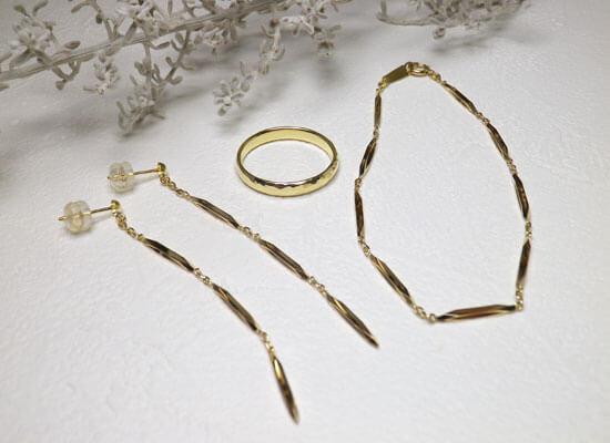 ゴールドジュエリーのリフォームのピアスとブレスとリング