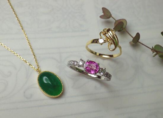 ひすいとピンクサファイアとダイヤモンドのジュエリー