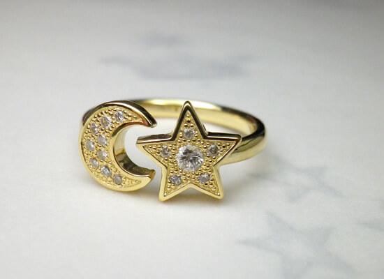 ダイヤの月と星のイエローゴールドのリング
