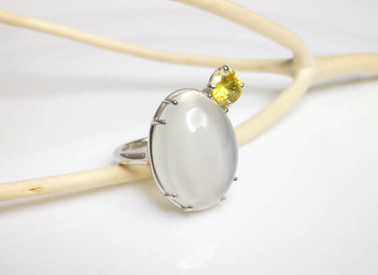 ムーンストーンとイエローサファイアのプラチナの指輪