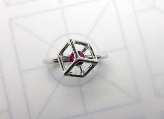 ルビーとプラチナの婚約指輪