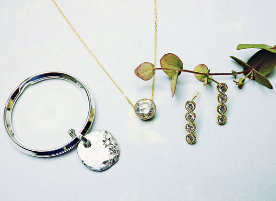 ダイヤモンドのミル打ちネックレスとピアスとキーホルダー