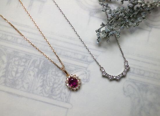 ルビーのネックレスとダイヤモンドネックレス