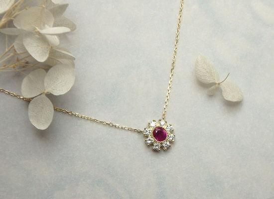 ルビーとダイヤモンドのお花のようなネックレス