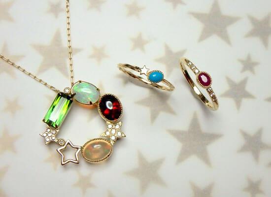 星と宝石たちのネックレスとセットリング