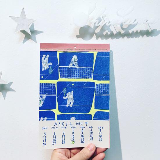 しろくまがテニスをしている4月のカレンダー